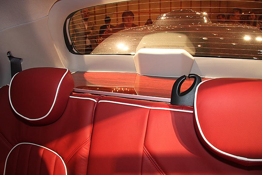 赤木目を使ったウッドタイプパーセルボードは1万2600円で設定