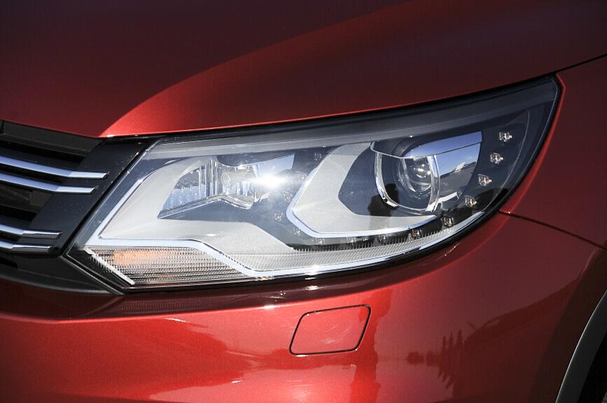 ヘッドランプのまわりを囲む白色LEDのスモールランプも最近のフォルクスワーゲン車の流儀だ