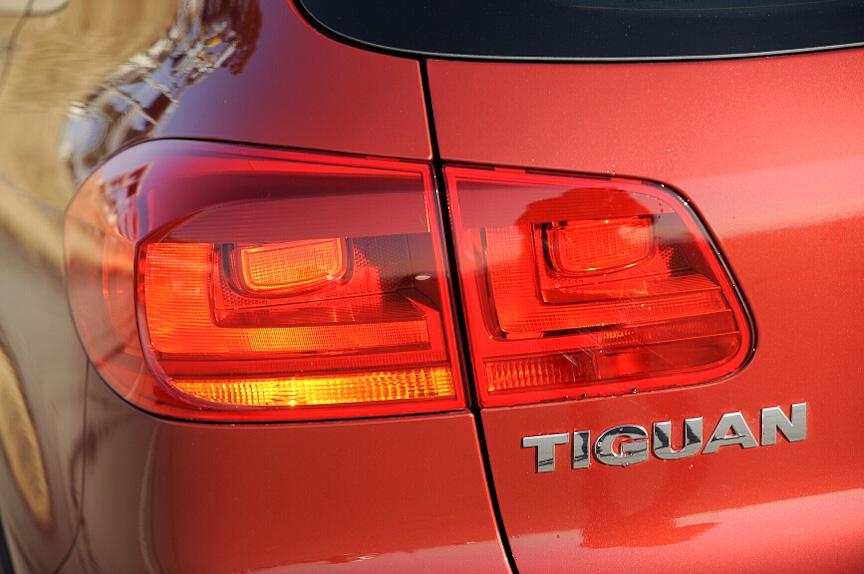 """テールランプのデザインも新しくなった。従来は丸型だったが、新型では""""L""""字型に点灯する"""