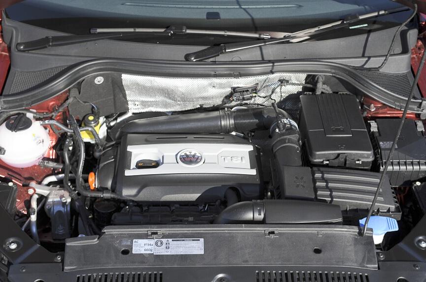 パワーユニットはフロントに横置きの直列4気筒DOHC 直噴ターボ 2リッターエンジン。最高出力132KW(179PS)/4500-6200rpm、最大トルク280Nm(28.6kgm)/1700-4500rpmを発生する