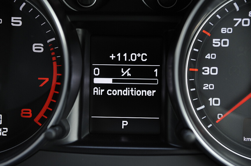 メーターパネル内は燃費表示、オドメーターなどの表示ができる