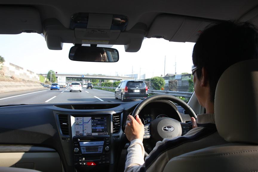 B4 2.5i EyeSightをドライブ中。インテリアの質感も向上した