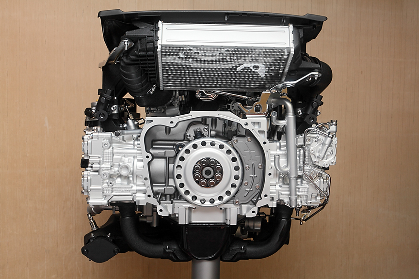 最高出力221kW(300PS)/5600rpm、最大トルク400Nm(40.8kgm)/2000-4800rpmを発生する2.0GT DITの2.0リッター直噴ターボエンジン