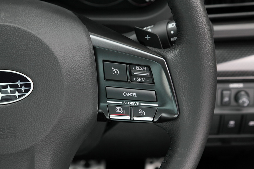 SI-DRIVEの切り替えも、ステアリングスポーク右部に