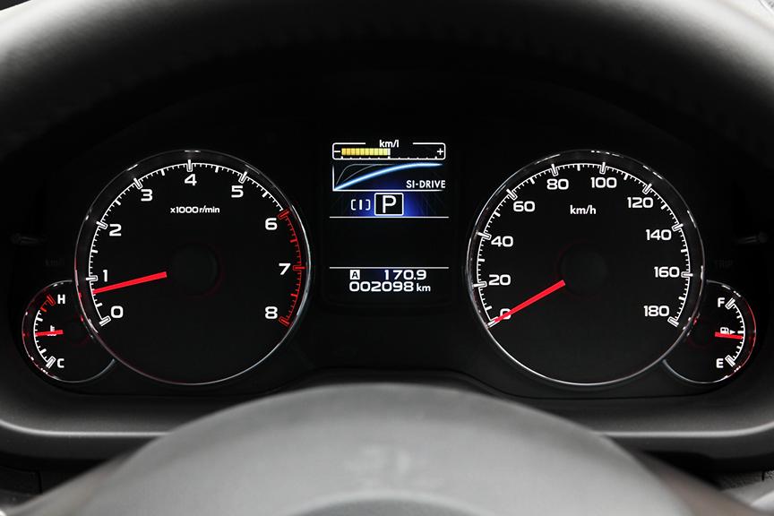 モードは、メーターパネル内のマルチインフォメーションディスプレイに表示される