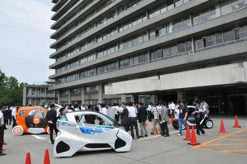 超小型モビリティの展示・試乗会が開催された国土交通省前
