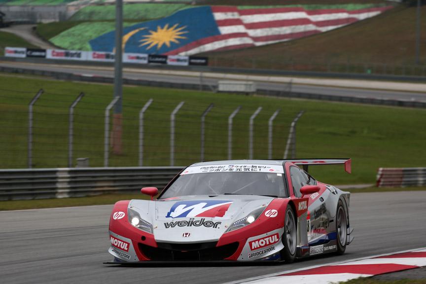 GT500クラスで優勝した、ウイダー HSV-010