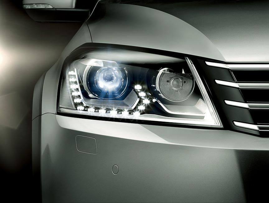オートハイトコントロール機能付きバイキセノンヘッドライト