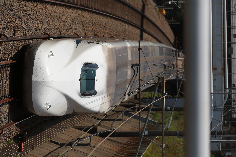 上下線が撮れる小さな陸橋から撮影。上り車両
