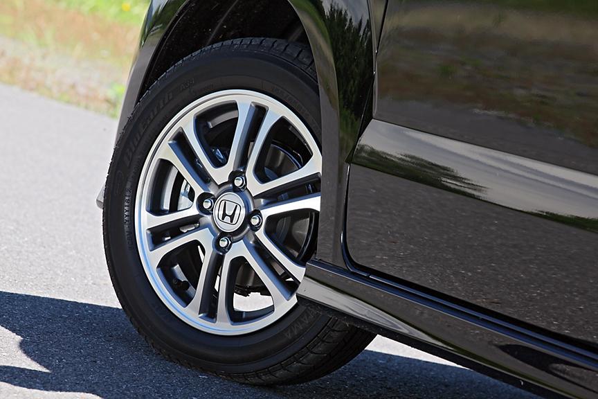 G以外のグレードはアルミホイールが標準。タイヤサイズは155/65R14