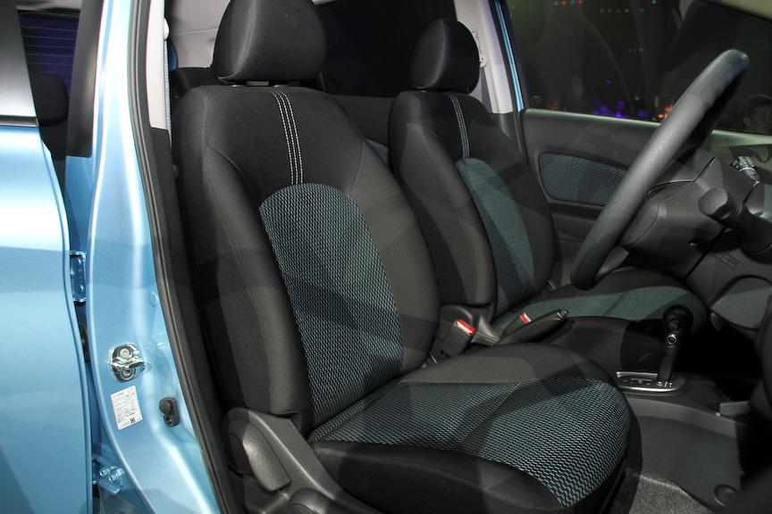 ベースグレードの新型ノートはブリヂストン製低燃費タイヤ「エコピア」を装着するが、海外市場向けの16インチアルミホイールを装着