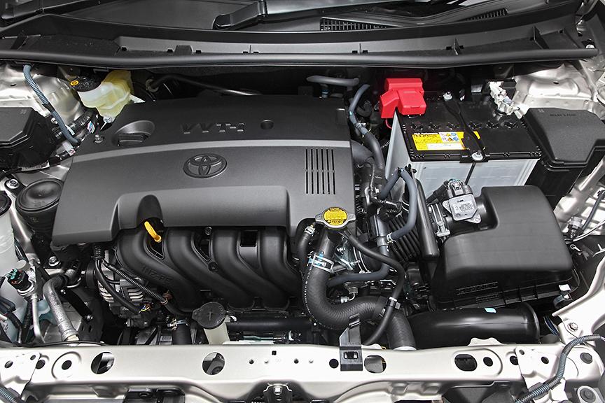 1.5リッターの1NZ-FEエンジン。スペックは最高出力80kW(109PS)/6000rpm、最大トルク136Nm(13.9kgm)/4800rpm。5速MT車は若干スペックが異なり圧縮比が11.0から10.5に下げられるとともに、最大トルク138Nm(14.1kgm)/4400rpmとなる