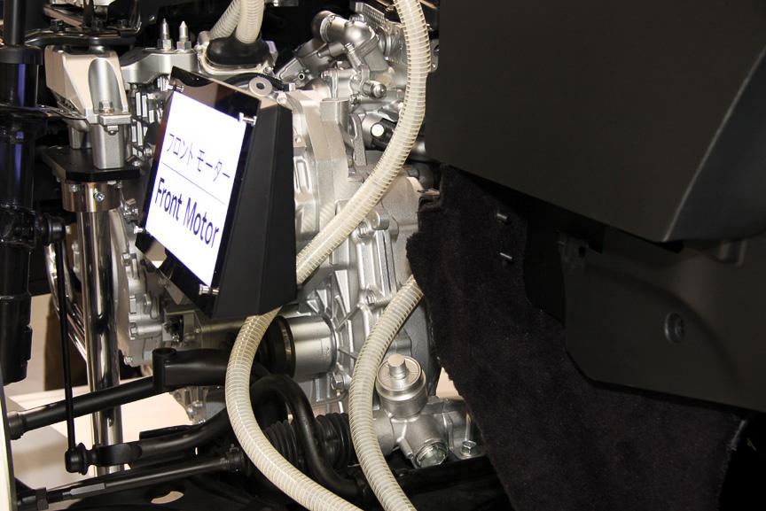 モーター、エンジン、ジェネレーターはトランスアクスルで一体化