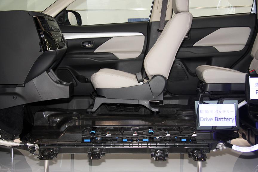 大容量の駆動用バッテリーを床下に設置