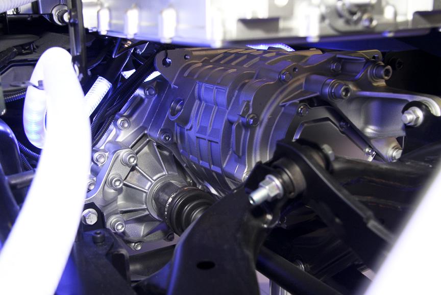 リア側のモーターとトランスアクスル