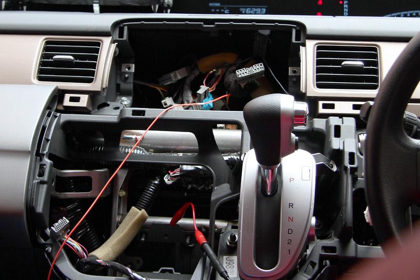 カーナビ、ステアリングコラムなどから車速、ウィンカー、ワイパーなどの情報を取る