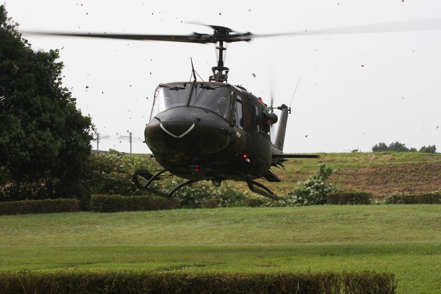 訓練はまず自衛隊の連絡員がヘリで守谷SAのヘリパットに到着するところから始まった