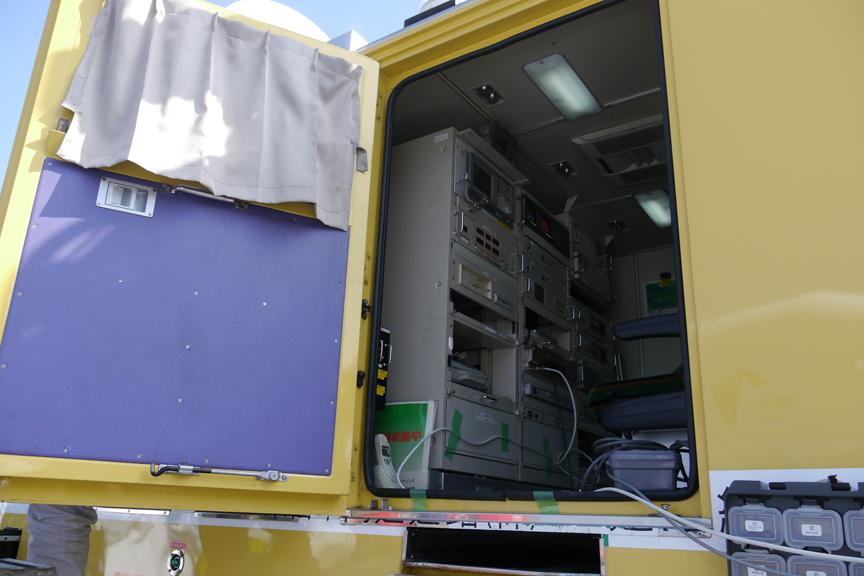 メルセデス・ベンツのウニモグをベースとした「衛星車」。事故や災害発生時などに現地から情報を衛星経由で提供する