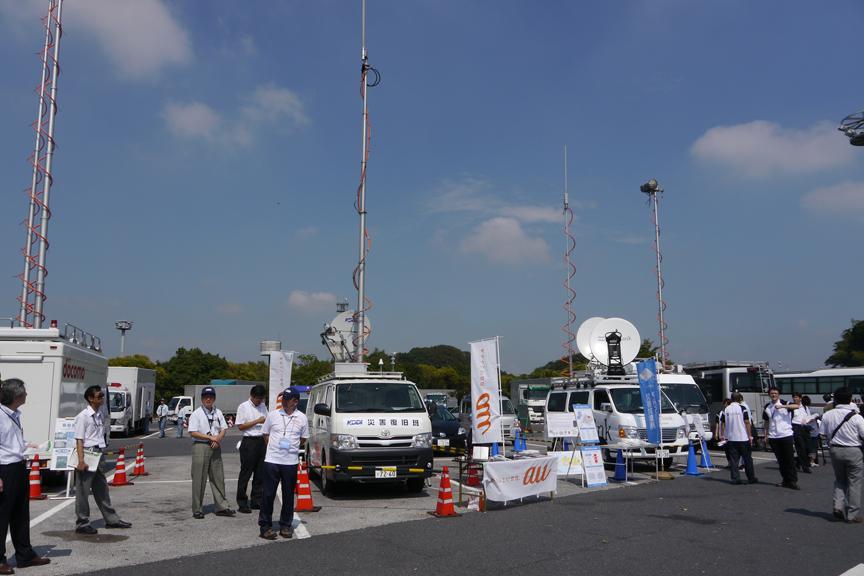 通信各社も早朝から移動基地局などを展開していた