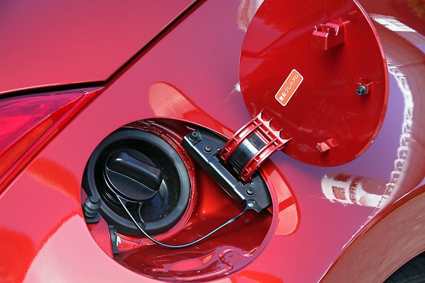 ガソリンは無鉛プレミアム仕様でタンク容量は72L