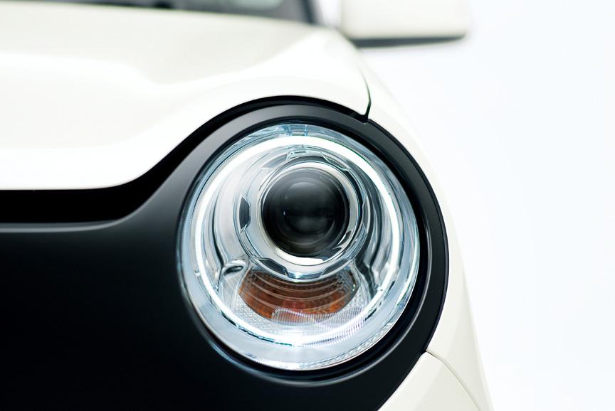 ディスチャージヘッドランプはG、Tourerをのぞく全モデルに標準装備