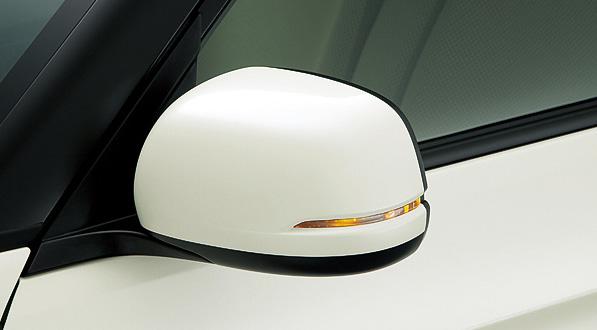 クロームメッキアウタードアハンドルとドアミラーウインカーはG、Tourerをのぞく全モデルに標準装備