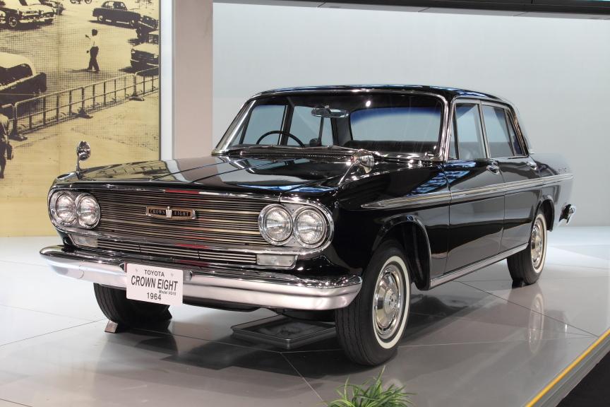 1964年 トヨタ クラウンエイト(VG10型)。国産最上級乗用車として2代目クラウンをベースに開発。国産初のV型8気筒エンジン搭載車