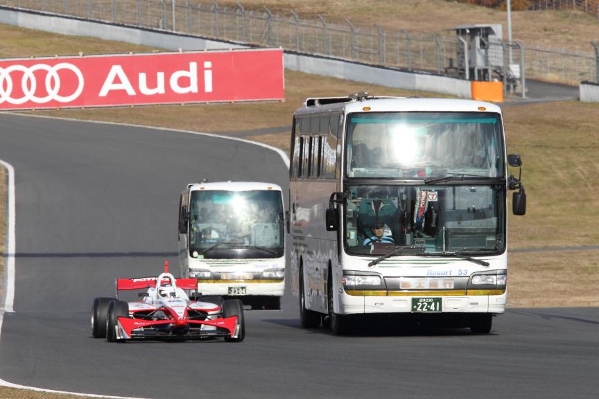 SUPER GTなどのレースでも行われるサーキットサファリだが、フォーミュラ・ニッポン、SUPER GT、ニュルブルクリンク24Hレースと、カテゴリーの異なるマシンの混走は貴重だ