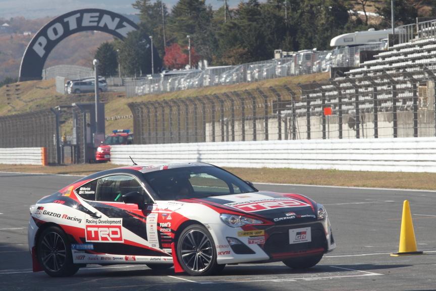GAZOO Racingカラーの86は豊田章男トヨタ社長(いやモリゾウ選手と呼ぶべきか?)が華麗なパフォーマンスを魅せた
