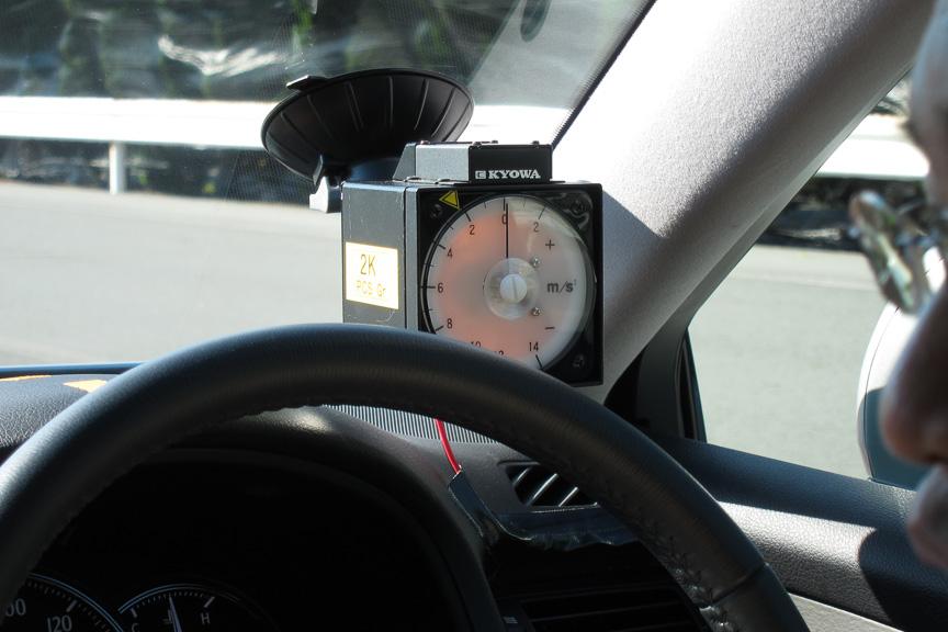 車内には加速度計が付いていた