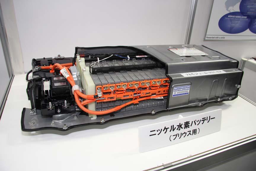 プリウス用ニッケル水素バッテリーのカットモデル