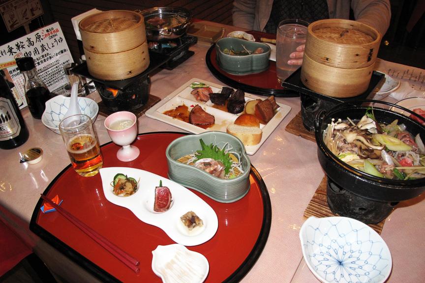 信州の恵みをたっぷり堪能できる、冬の味覚会席。安心ドライブができたからこそ、よい雰囲気で楽しくおいしく食事を楽しめる。しみじみ