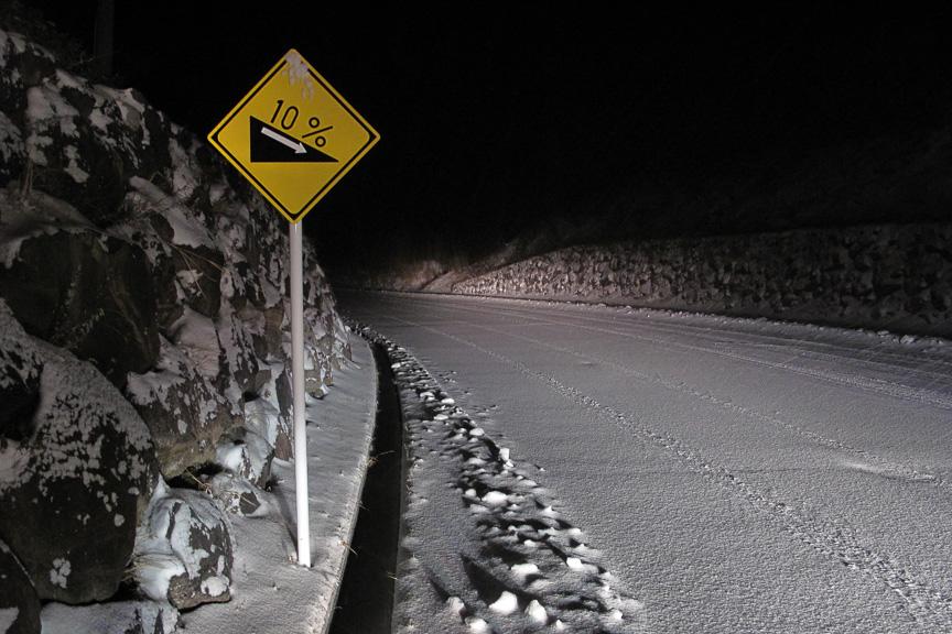 ふもとから休暇村までの峠道はアチコチに「勾配 10%」の標識があり、FFミニバンには少々ツラい雪道登坂となっている