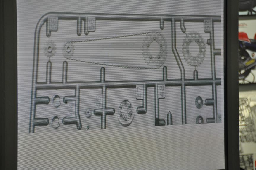 フロント、リヤともにスプロケットの別成形パーツがある