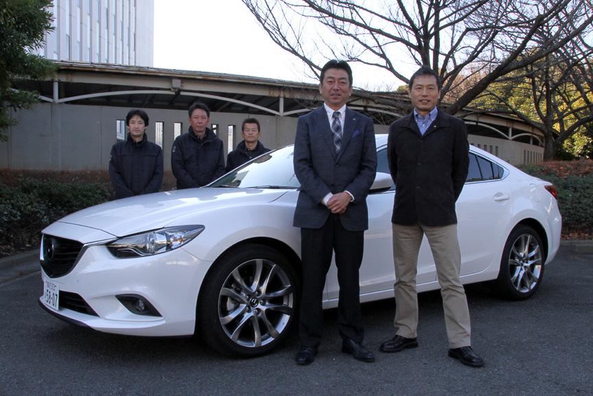 開発陣の面々。新型アテンザの開発担当主査 梶山浩氏(写真中)、チーフデザイナーの玉谷聡氏(写真右)