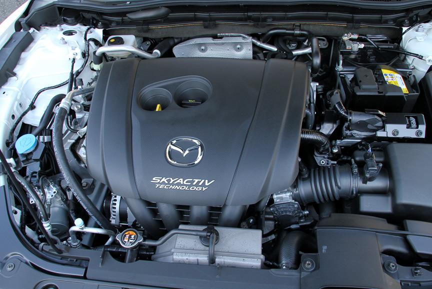 直列4気筒 DOHC 2.0リッターエンジンは最高出力114kW(155PS)/6000rpm、最大トルク196Nm(20.0kgm)/4000rpmを発生