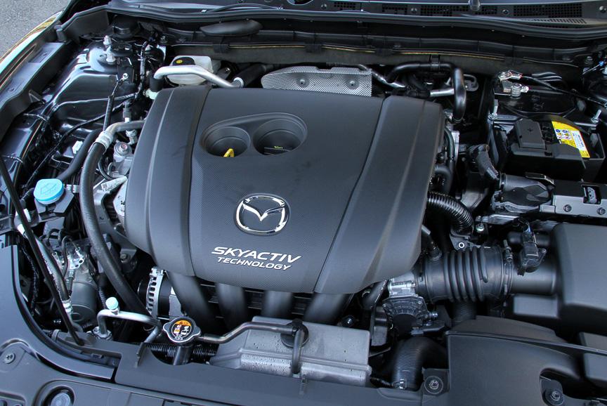 直列4気筒 DOHC 2.5リッターエンジンは最高出力138kW(188PS)/5700rpm、最大トルク250Nm(25.5kgm)/3250rpmを発生
