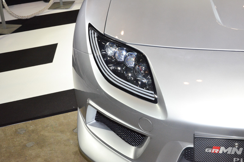 「GRMN スポーツFRコンセプト プラチナム」。ツインチャージャーエンジンを搭載し、4連ライトなどでカスタマイズしたモデル。往年のフラッグシップスポーツカー「スープラ」をイメージした