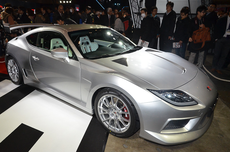 トヨタブースに展示される、ターボとスーパーチャージャーを組み合わせたFRコンセプトカー「GRMN SPORTS FR Concept PLATINUM(プラチナム)」