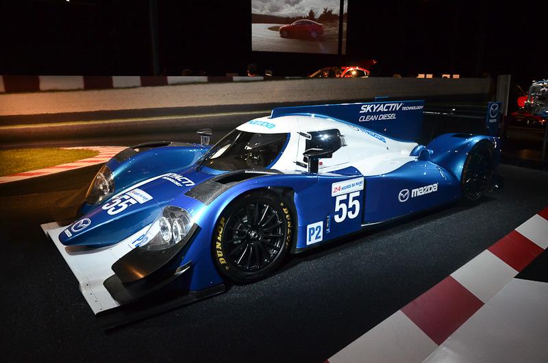 マツダブースにはルマンシリーズのLMP2クラス参戦を想定したショーカー「ルマン LMP2 SKYACTIV-D Racing」を展示