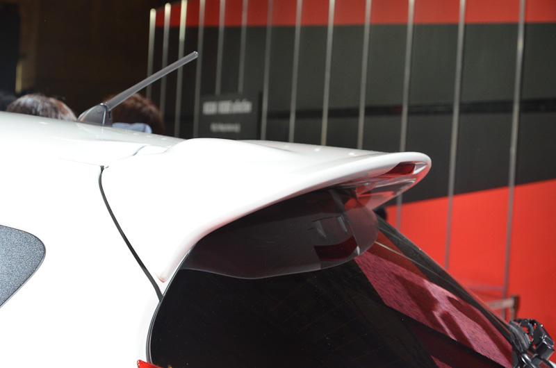 NISMOのSUPER GT のエンジニアと日産の開発者が協議を重ね、Cd値を犠牲にせずにダウンフォースを増やすエアロパーツを開発した