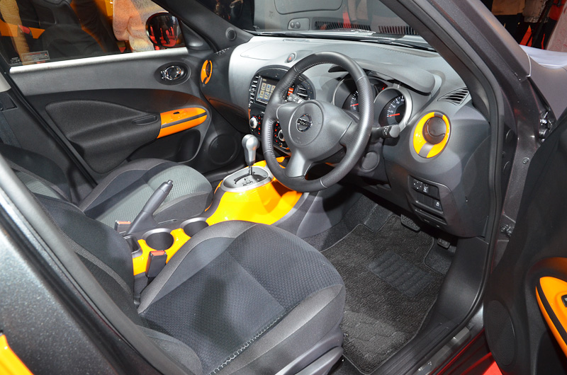 参考出品の日産によるカスタマイズカー「ジューク パーソナライゼーション コンセプト」。16GT Type Vがベース。マットグレーのボディーに専用ストライプなどをあしらう