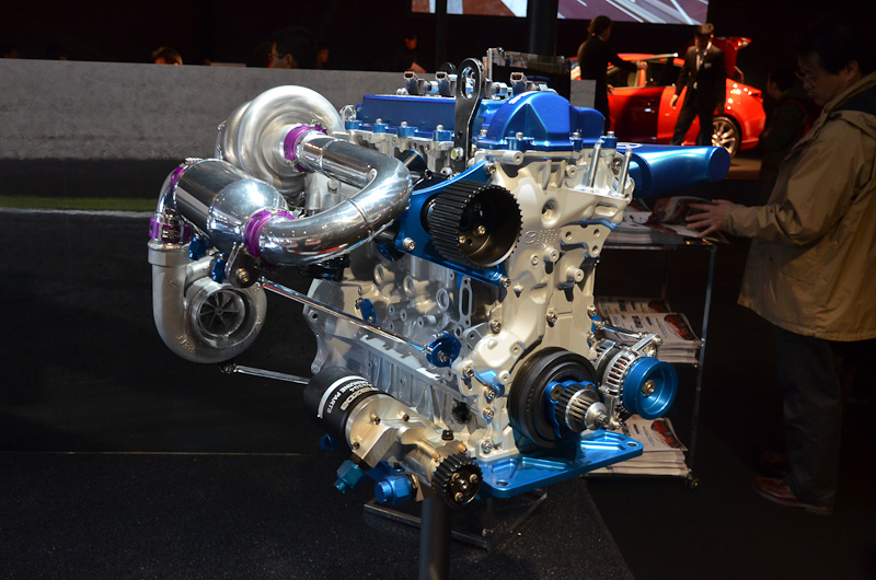 レース用スカイアクティブ-Dエンジンを搭載する「スカイアクティブ-D レーシング」。LMP2クラスに属する
