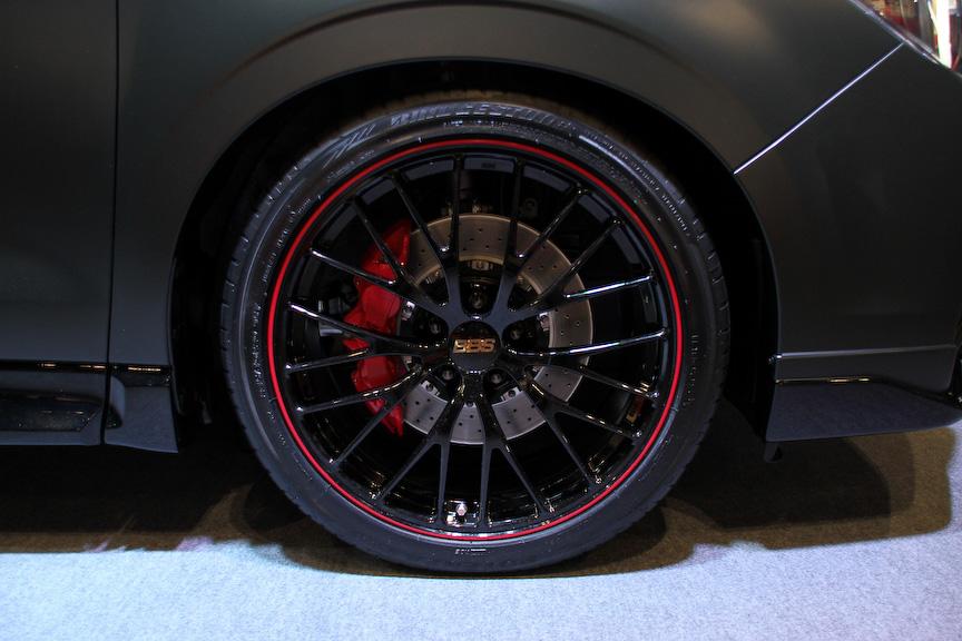 フォレスター SPORT CONCEPT。ベース車両は2.0XT EyeSight プレミアムセレクションで、ボディーカラーはマットオリーブブラック