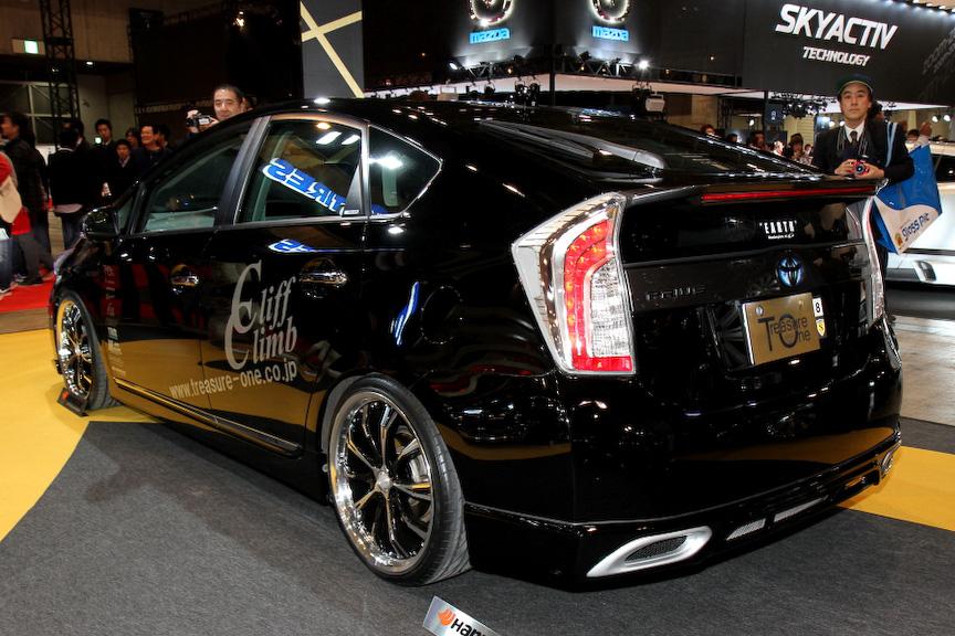 ホイールメーカー「トレジャーワン・カンパニー」の車両。19インチのスタイリッシュなホイールを履く
