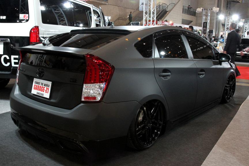 GARAGE-Z1のプリウスは流行のマットブラックカラーにラッピングした1台