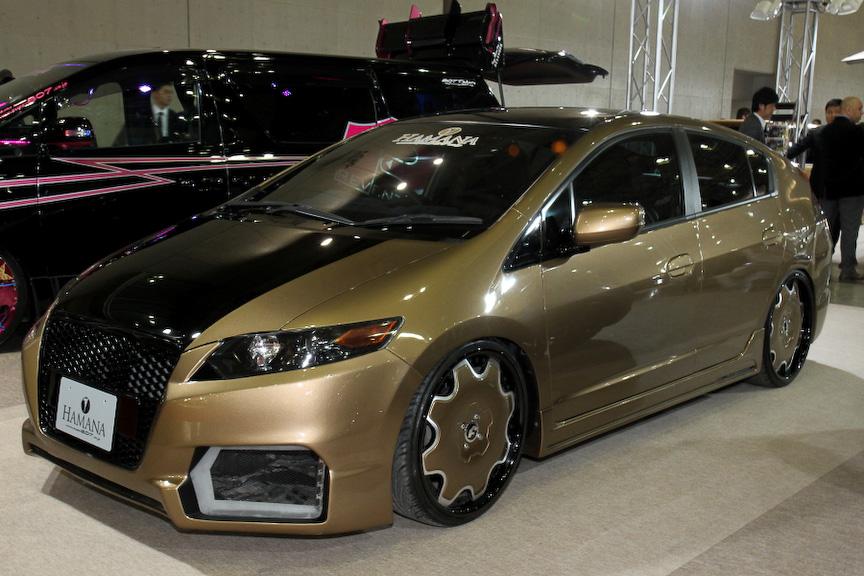HANASAITOが製作したインサイトのデモカー。オリジナルエアロやゴールドのカラーリングで個性ある外装に仕上げている