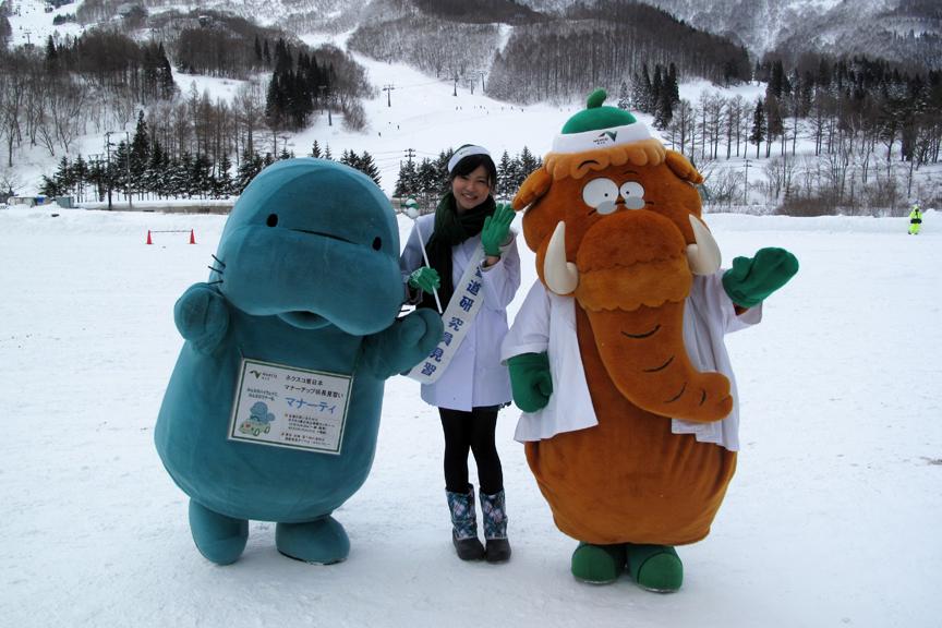 マンモシ博士とマナーティ、雪道研究員のお姉さんはドライビングスクールにも登場。皆に楽しくイジられていた(笑)