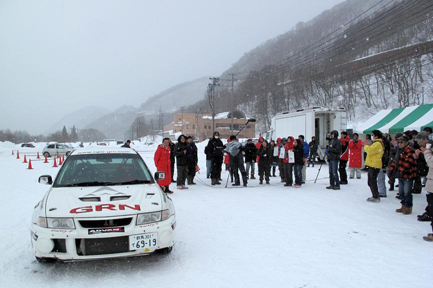 雪上安全走行について熱心にレクチャーを受けていた参加者一同も、このキレた走りっぷりにはビックリ(笑)。本当に楽しい時間だった