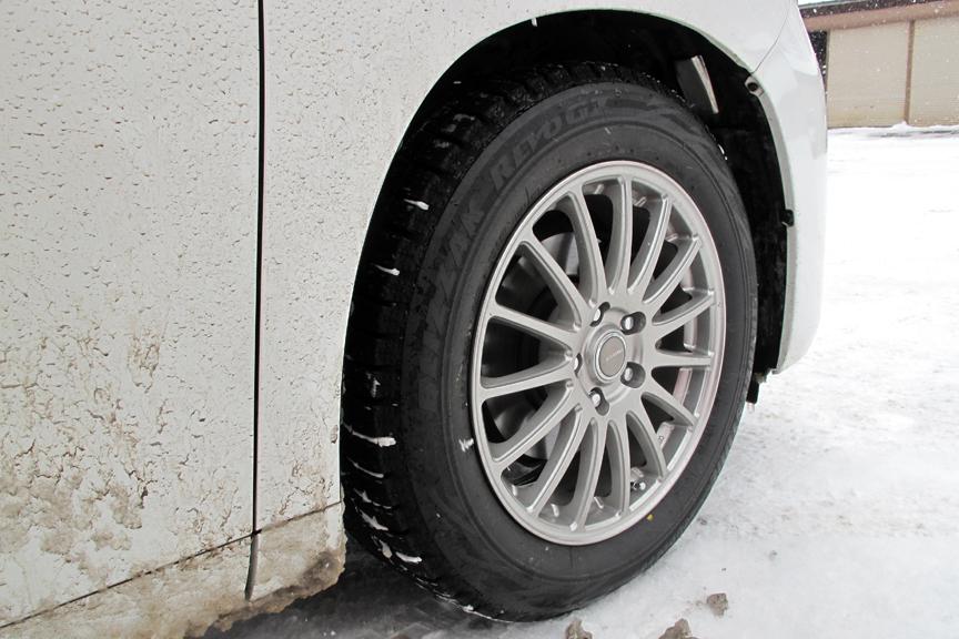 筆者愛車のタイヤは、頼れる相棒、お気に入りのブリザック REVO GZ。安心して運転できる信頼感は本当に頼もしい